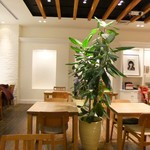 RH Cafe - 内観・オシャレなフードコート的なカフェでした♪