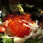 緑水門 - イクラ丼
