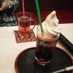 カテコ - ウーロン茶とおすすめめのコーラフロート