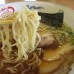 しな喜 - 麺はグループ共通加水低めの縮れ麺