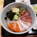 海鮮居酒屋 三郎 - 海鮮丼 ¥980