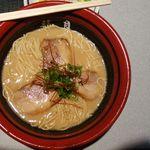 龍月 - 料理写真:豚骨しょうゆ金そば