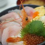 牧原鮮魚店 - 1080円の海鮮丼