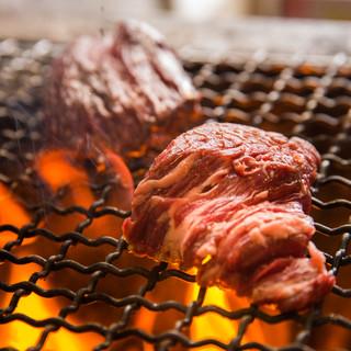 炭火焼きの肉料理・燻製した料理♪