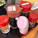 讃岐うどん屋 - テーブル上の薬味・調味料