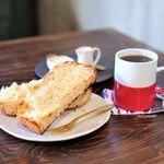 喫茶店 uzuビバレッヂ - 料理写真:自家製食パンのトースト、コーヒー