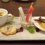 ビストロシュン - ◆アミューズ。*とうもろこしのスープ・・濃厚で美味しい。 *バーニャカウダ *豚肉のリエットとバケット *お正月らしく「数の子」が出されました。
