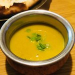 カトマンズ - 豆カレー。あっさりしたスープ状のカレーです。