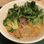T's たんたん - 緑の野菜を投入