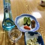 多津美 - 料理写真:日本酒&あられ&お新香