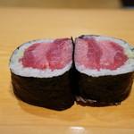 新橋鶴八 - 料理写真:鉄火巻き・・赤身2枚、中トロ3枚、大トロ4枚の豪華版