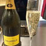 79015470 - 1杯目のシャンパン〜