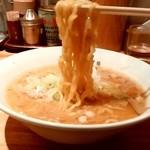 すみれ - すみれ@札幌すすきの店 味噌ラーメンの麺
