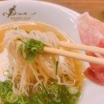 ラーメン ドゥエ エド ジャパン - 麺は細め 軽くてつつつって食べちゃいました。