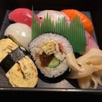 うえの山 - ニノ段のお寿司、握り7貫に太巻き