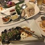 79026396 - 揚げナスのお料理とシンガポールチキンライス