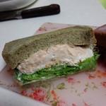 サンドイッチパーラー楽楽 - 持ち帰り。ツナサンド。