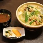 和の食彩 古城 - 熊野地鶏の炭火焼親子丼880円
