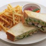 グディーズ - 1番人気 エビアボカド サンドイッチ