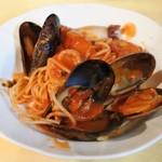 R Valentino - 海の幸のトマトソーススパゲティ