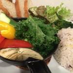 自然派ダイニング ベアグリーン - 主菜プレート:彩り野菜の鉄板バジルオイル焼き