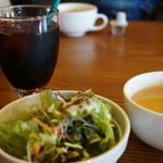 79039725 - サラダとスープ、ドリンクはアイスコーヒーにしました