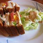 デニーズ - 卵と野菜のサンド&フルーツヨーグルトセット\580の「サンド」