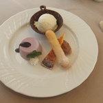 洋風旬彩 Emonder Masser - カシスゼリー、チョコムース、レモンケーキ、洋酒のアイス♪