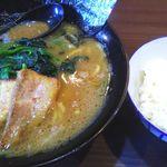 横浜家系らーめん 希家 - 豚骨ラーメン醤油 680円