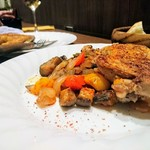 79041512 - 鶏肉のコンフィに添えられたラタトゥイユ