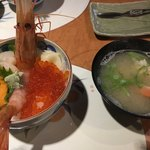 菊鮨 - 海鮮丼、サービスのカニ汁