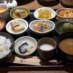 農家 - 日替わり旬菜八種の小鉢御膳