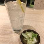 鈴木屋 - レモンサワー、お通し