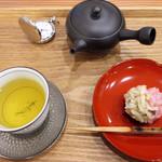 茶菓 えん寿 - 特級 釜炒り茶「たかちほ」+きんとん・寿ぎ 800円