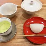 茶菓 えん寿 - 煎茶「はるみどり」+花びら餅のセット