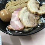 中華蕎麦 とみ田 - 特製トッピングの半熟味玉、吊るし焼き肩ロース、バラロールチャーシュー('18/01/07)