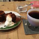 CAFE すずなり - チョコレートブラウニーとフレンチブレンド