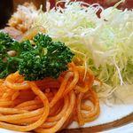 キッチン南海 - キッチン南海 @上井草 エビフライ・しょうが焼ライスに添えられる千切りキャベツとケチャスパ&パセリ