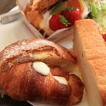 cake&cafe MILK - スイートなパン3種