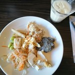 大地の恵 - 豆乳とビュッフェ 高野豆腐、黒ごま豆腐、白豆腐、カツのマヨネーズ焼き、卯の花、モヤシのナムル