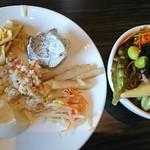 大地の恵 - 2回目ビュッフェ ゴマ豆腐、白豆腐、ゴボウの煮物、モヤシのナムル、卯の花、生ゆば  サラダバー
