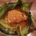 インド料理 マルジョウ - ブリと大根のバナナリーフ包み焼き