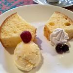モリソン万年筆&カフェ - 良い香り♡レモンとプレーン2種のシフォン♬