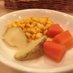 洋食屋 もりもり - 国産牛霜降りステーキ(200g) 3,300円 セットの食材たち