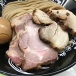 中華蕎麦 とみ田 - 吊るし焼き方ロースにバラロール