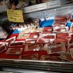 みなと市場 小松鮪専門店 - 沢山の美味しそうなまぐろ