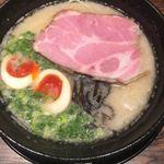 丸鶏 白湯ラーメン 花島商店 - 濃厚鶏白湯(*´ω`*)煮玉子