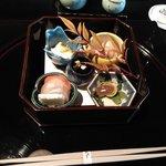 79078523 - 前菜(紅白小袖寿司、朧湯葉、帆立酒盗掛け、山菜胡桃和え、黒豆、雪輪長芋)