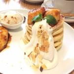 ウズナオムオム - ラム香るあつあつバナナソテーのパンケーキ