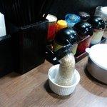麺家 黒 - 卓上調味料